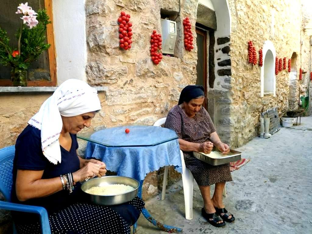 Σεργιάνι στα αρωματικά μονοπάτια της μαστίχας και στην ετήσια Γιορτή της στα ΜαστιχοχώριαΧίου