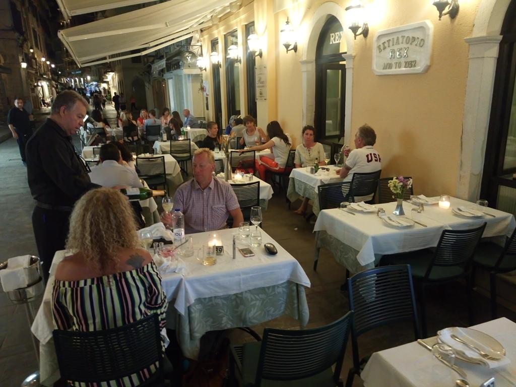 REX, ένα εστιατόριο-σημείο αναφοράς στην καρδιά τηςΚέρκυρας!