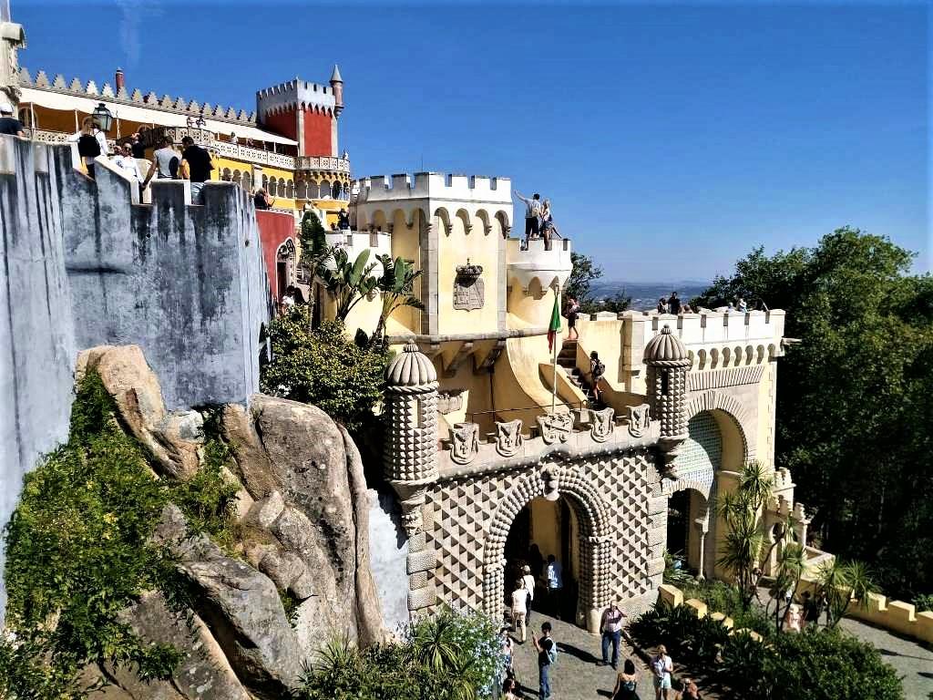 Παλάτι και Πάρκο da Pena στην Σίντρα της Πορτογαλίας, το συνώνυμο τουρομαντισμού