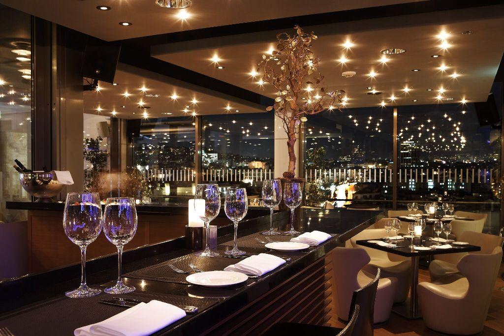 Νέες cosmopolitan αφίξεις στο menu του Galaxy Bar & RestaurantHilton