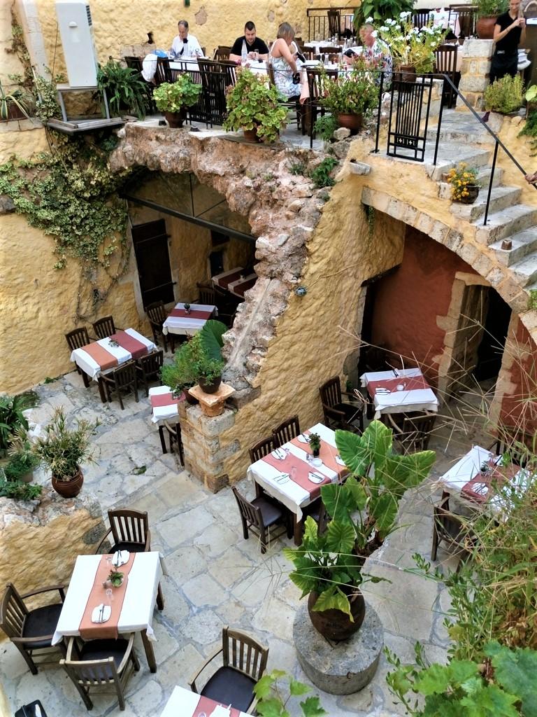 «Θόλος» στα Χανιά, παραδοσιακές γεύσεις σε εντυπωσιακόπεριβάλλον!