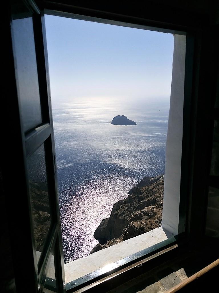Αμοργός, παράθυρο στο φως του απέραντου αιγαιοπελαγίτκου γαλάζιου