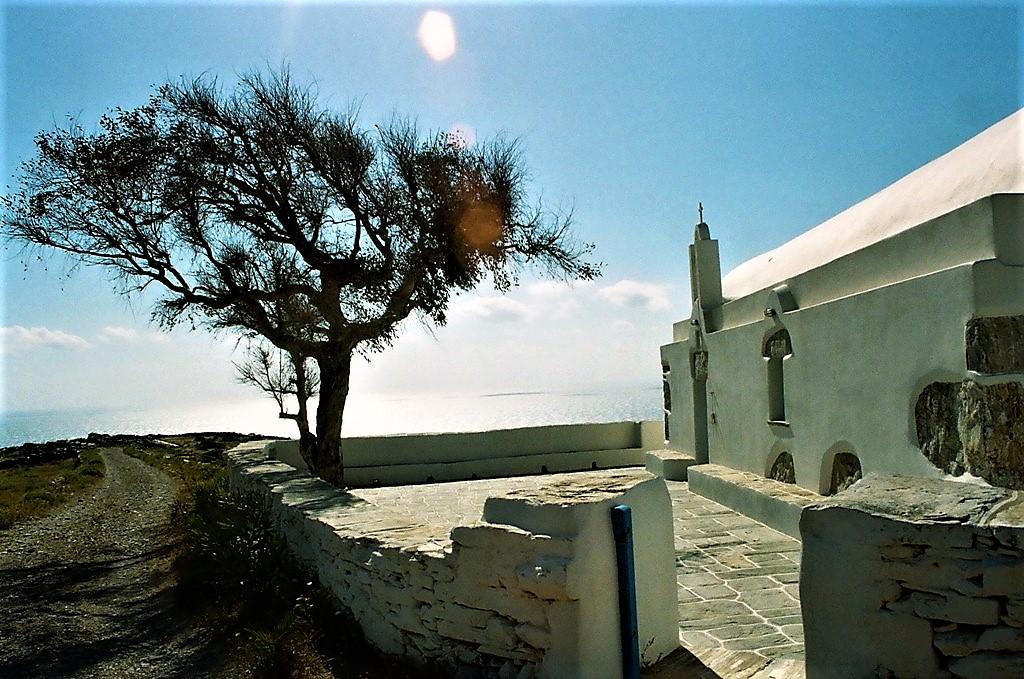 Ο Άγιος Παντελεήμονας και το ξωκκλήσι του στην Άνω ΜεριάΦολεγάνδρου