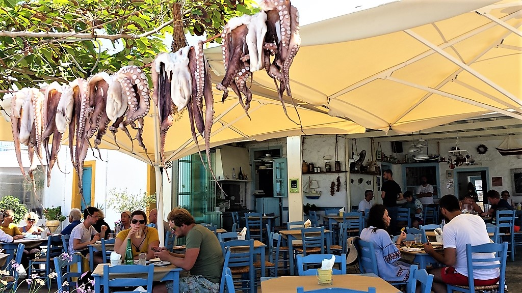 «Mediterraneo», θαλασσινό άρωμα Μεσογείου στο λιμανάκι της ΝάουσαςΠάρου