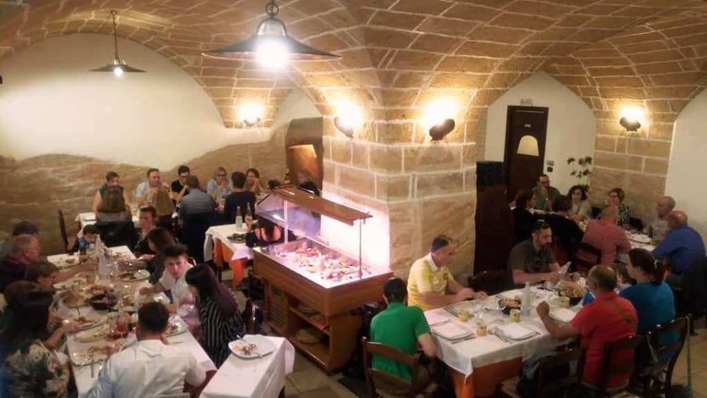 «Grotta Marinara», μια θαλασσινή σπηλιά στην Gallipoli γεμάτη γευστικούςθησαυρούς
