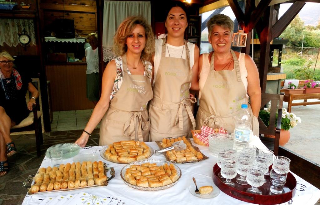 Παραδοσιακά γλυκοκεράσματα από τις γυναίκες της ΠέτραςΛέσβου