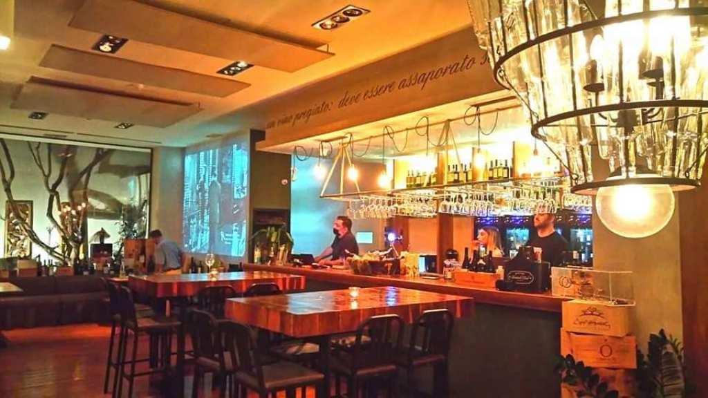 «Vinarte», το γευστικό σταυροδρόμι γαστρονομίας, οίνου, τέχνης και μουσικής στηνΓλυφάδα