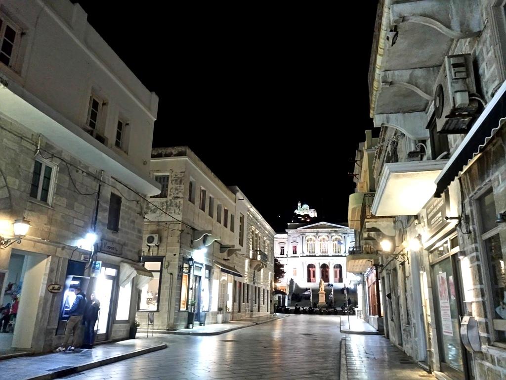 Σύρος, η αριστοκρατική πρωτεύουσα των Κυκλάδων και τουπολιτισμού
